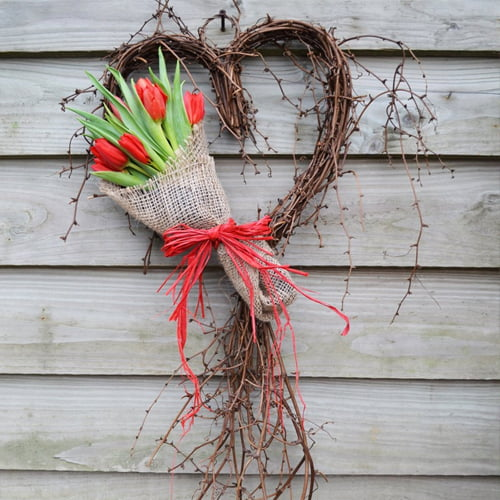 Natural Sweetheart Vine Wreath with Red Tulip Bouquet