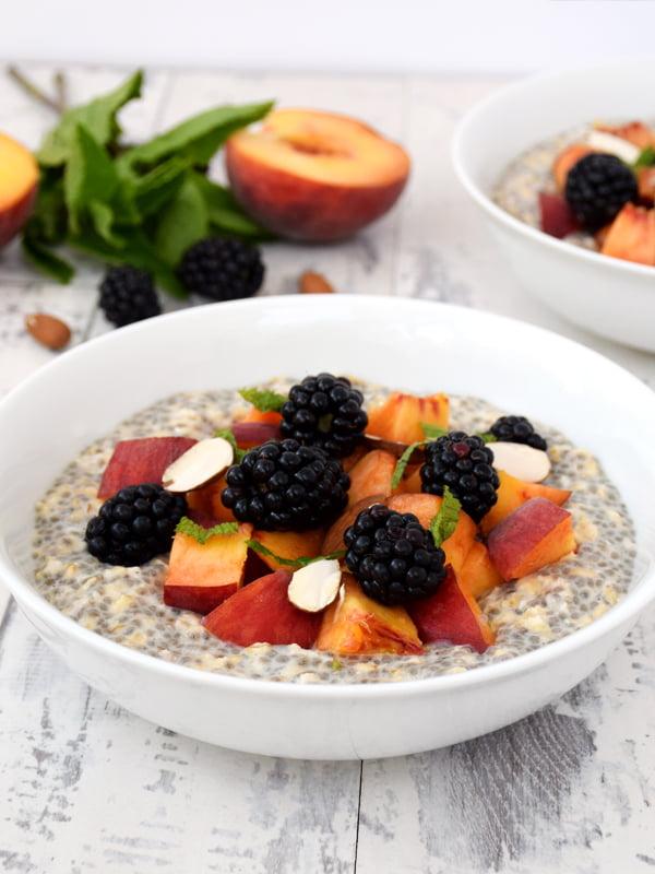 Peach & Blackberry Overnight Oatmeal with Chia Seeds [vegan]© The Flexitarian - Annabelle Randles v8