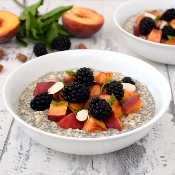 Peach & Blackberry Overnight Oatmeal with Chia Seeds [vegan]