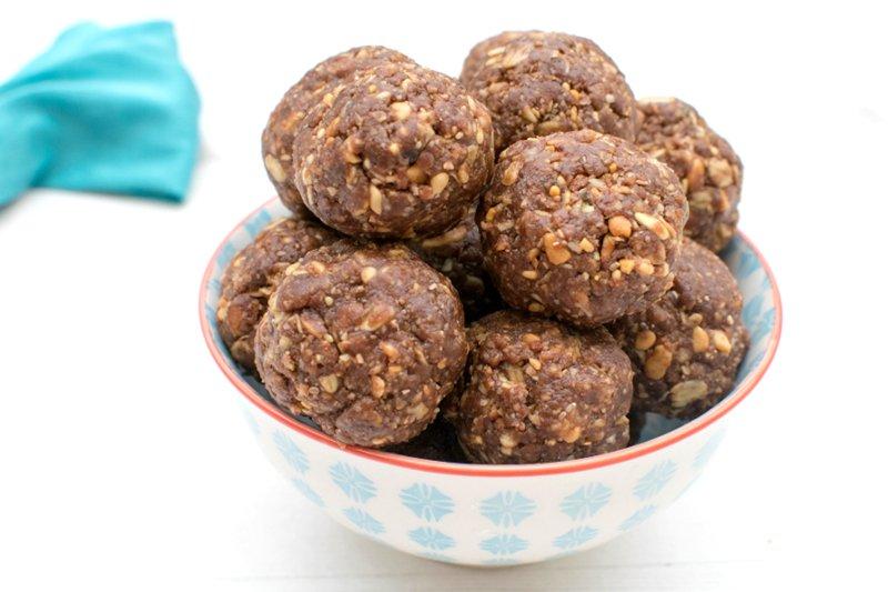 Chocolate & Peanut Energy Bites [vegan] by The Flexitarian