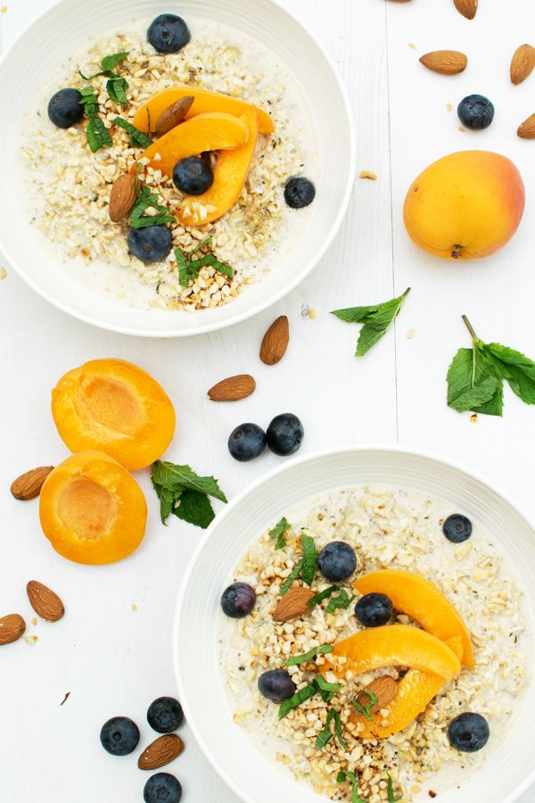Apricot & Blueberry Spiced Overnight Porridge [vegan] [gluten free] by The Flexitarian