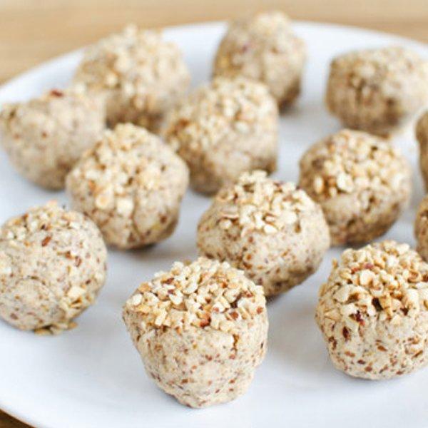 No Bake Vanilla & Peanut Butter Protein Balls [vegan] via The Debrief
