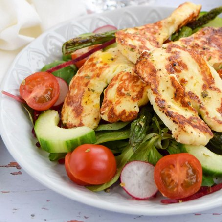 Grilled Asparagus & Halloumi Salad [vegetarian] by Celery & Cupcakes