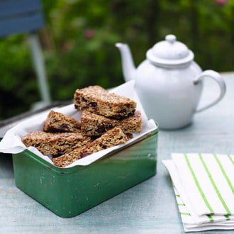 Muesli Bars [vegetarian] via House & Garden